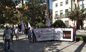 LA FEDERACIÓN EXTREMEÑA DE ALTERNATIVASINDICAL SE MANIFIESTA ANTE LA DELEGACIÓN DE GOBIERNO POR LOS IMPAGOS DE SALARIOS DE OMBUDS