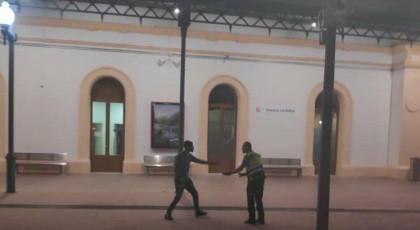 """CUATRO ASALTANTES CON ARMAS BLANCAS HAN ATACADO ESTA MADRUGADA A LOS AGENTES DE SEGURIDAD EN LA ESTACIÓN DE RENFE """"VILANOVA Y GELTRÚ"""" EN BARCELONA"""